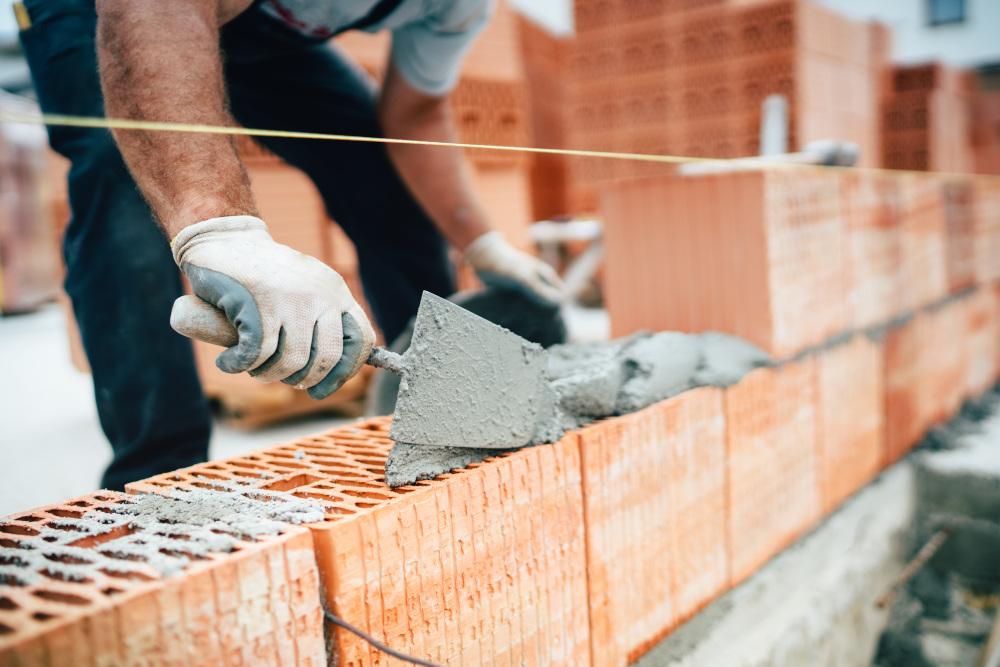 murowanie domu przez pracownika